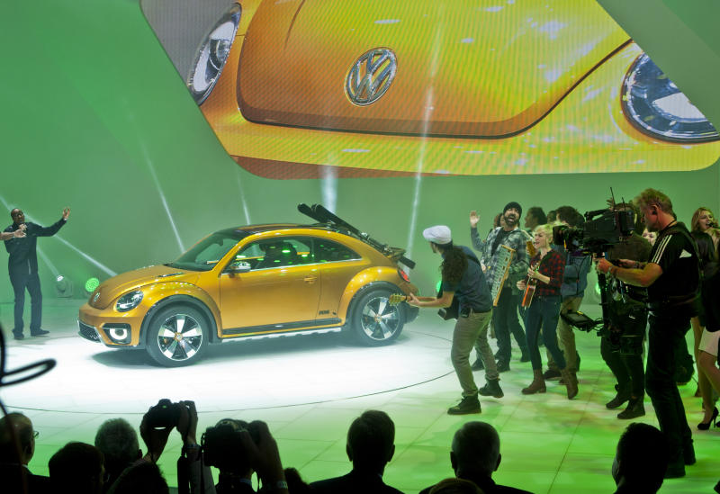 VW unveils Beetle Dune that could reach showrooms