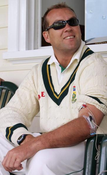 PERTH, AUSTRALIA - DECEMBER 11:  Jacques Kallis of South Africa receives cortisone treatment during the Western Australia XI and South Africa tour match at the University of Western Australia James Oval December 11, 2005 in Perth, Australia.    (Photo by Paul Kane/Getty Images)