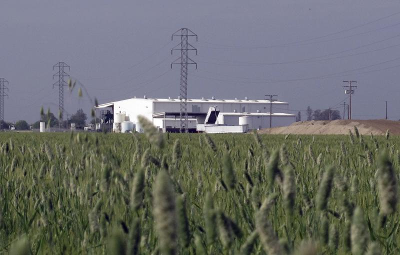 This Tuesday, April 24, 2012, photo shows an exterior view of Baker Commodities transfer station, where a cow with mad cow disease was discovered, in Hanford, Calif. The first new case of mad cow disease in the U.S. since 2006 has been discovered in a dairy cow in California, but health authorities said Tuesday the animal never was a threat to the nation's food supply. The infected cow, the fourth ever discovered in the U.S., was found as part of an Agriculture Department surveillance program that tests about 40,000 cows a year for the fatal brain disease. (AP Photo/ Gosia Wozniacka).