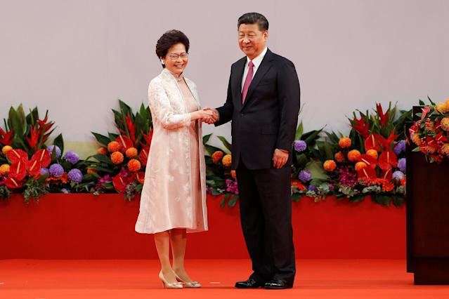 <p>Hong Kong Chief Executive Carrie Lam shakes hands with Chinese President Xi Jinping after she swore an oath of office on the 20th anniversary of the city's handover from British to Chinese rule, in Hong Kong, China, July 1, 2017. (Photo: Bobby Yip/Reuters) </p>