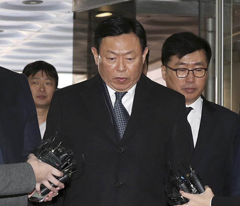 Asian retailer Lotte accepts resignation from jailed co-CEO