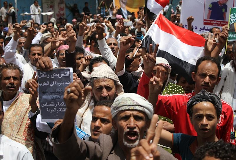 "Yemeni protesters take part in a demonstration in the strategic city of Taez on April 10, 2015, in support of the Saudi-led ""Decisive Storm"" operation against the Shiite Huthi rebels (AFP Photo/)"