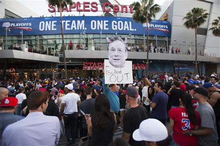A photo cutout of Los Angeles Clippers owner Donald Sterling is seen among people standing in line for the NBA playoff game 5 between Golden State Warriors and Los Angeles Clippers at Staples Center in Los Angeles, California April 29, 2014. REUTERS/Mario Anzuoni