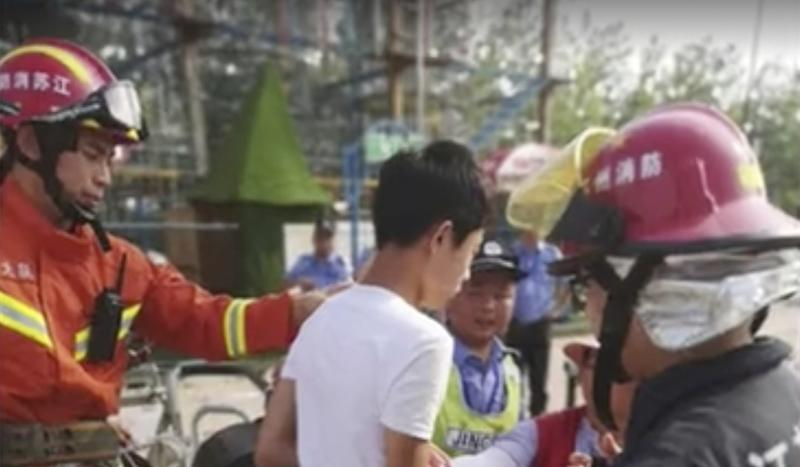 Tourists trapped for hours in flying-carousel ride in China