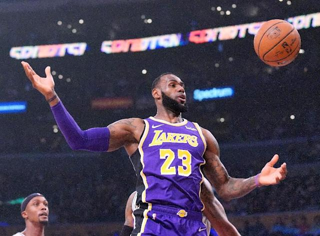 LeBron James scored 20 of his 42 points in the fourth quarter of the Los Angeles Lakers' 121-113 NBA victory over the San Antonio Spurs (AFP Photo/Harry How)