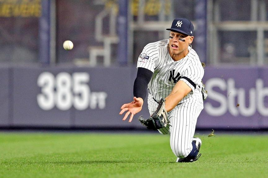Aaron Judge dive in RF home whites 2019 ALDS