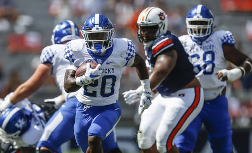Kentucky back Smoke out 'a couple of weeks' with broken rib