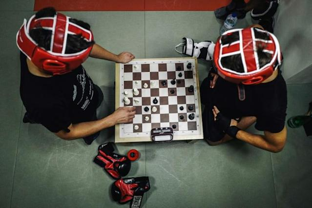 Chessboxers play six rounds of chess and five rounds of boxing during a bout (AFP Photo/LUCAS BARIOULET)