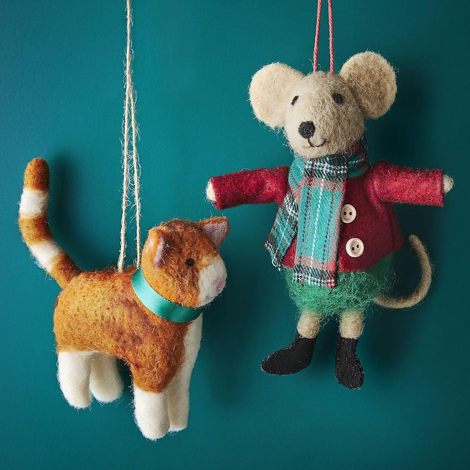 <p>This cat and mouse felt Christmas tree decoration is equally adorable.</p>