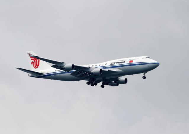 <p>A plane believed to be carrying North Korea's leader Kim Jong Un approaches to land in Singapore, June 10, 2018. (Photo: Tim Chong/Reuters) </p>