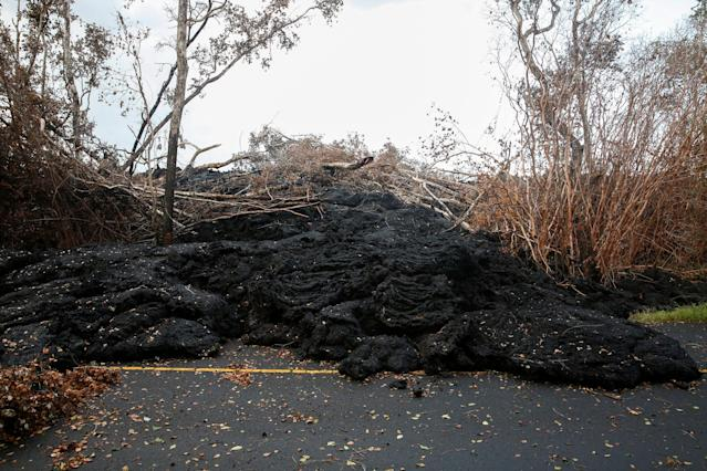<p>A lava flow blocks a road on the outskirts of Pahoa during ongoing eruptions of the Kilauea Volcano in Hawaii, June 6, 2018. (Photo: Terray Sylvester/Reuters) </p>