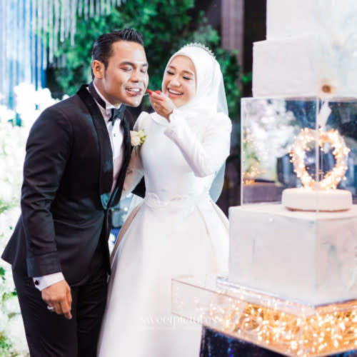The couple held their wedding reception on 3 April at the Bayswater, KLCC.