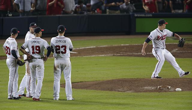 Atlanta Braves relief pitcher Craig Kimbrel, right, warms up in the eight inning during Game 2 of the National League division series against the Los Angeles Dodgers, Friday, Oct. 4, 2013, in Atlanta. (AP Photo/Dave Martin)