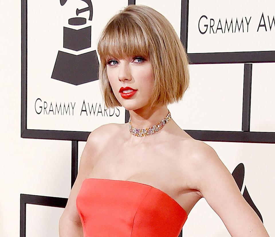 Taylor Swift debuted a new chin-length bob with a fresh set of bangs on the red carpet of the 2016 Grammys, where she was joined by her best friend, Selena Gomez, on Monday, Feb. 15 — see the before-and-after pictures of her hair.