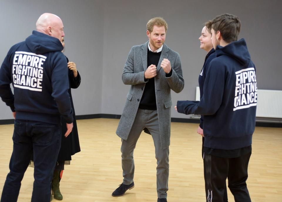 Britain's Prince Harry, Duke of Sussex (C) meets with young people on a visit to the Boxing Charity, Empire Fighting Chance, in Bristol, south west England on February 1, 2019. - Empire Fighting Chance charity aims to fight the impact of deprivation on young peoples lives through boxing. The charity supports children aged 8 to 21 who are failing at school and in danger of drifting into a life of unemployment or even crime, and helps them turn their lives around. (Photo by Tom PILSTON / POOL / AFP)        (Photo credit should read TOM PILSTON/AFP via Getty Images)