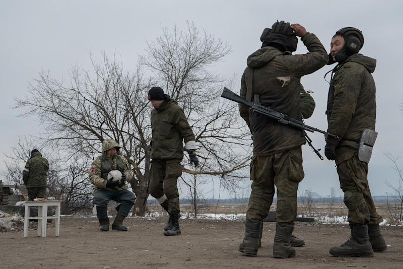 Pro-Russian separatists guard a checkpoint near the eastern Ukrainian city of Uglegorsk on February 19, 2015