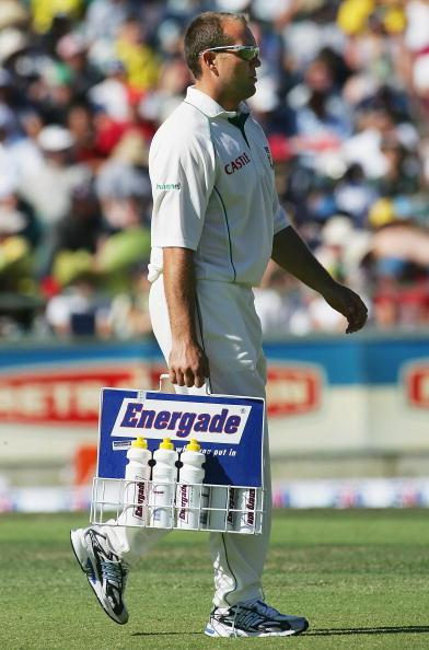 PERTH, AUSTRALIA - DECEMBER 16:  Jacques Kallis of South Africa carries drinks after injury prevented him from playing during day one of the First Test between Australia and South Africa played at the WACA on December 16, 2005 in Perth, Australia.  (Photo by Hamish Blair/Getty Images)
