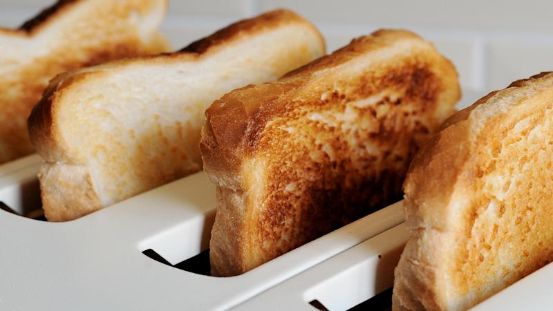 Childhood gluten intake 'linked to coeliac disease in at-risk youngsters'