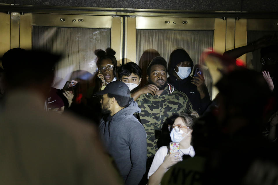Police officers surround a group of people at Radio City Music Hall before arresting them in New York, Monday, June 1, 2020. Demonstrators took to the streets of New York City to protest the death of George Floyd, a black man who died in police custody in Minneapolis on May 25. (AP Photo/Seth Wenig)