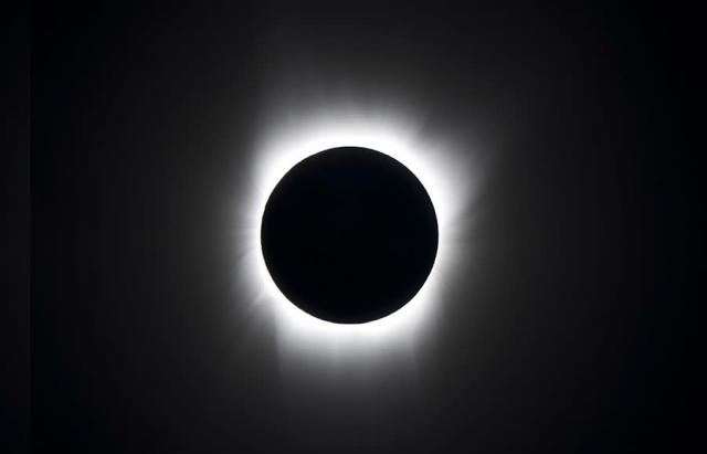 Here's the kind of eclipse photo we usually see. It's not accurate. (nasa.gov)