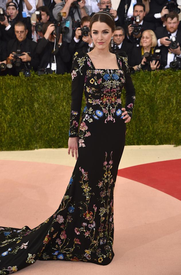 <p>Anna Wintour's daughter wore garden-party couture in a masterfully crafted black gown from Sarah Burton at Alexander McQueen.<i>(Photo: Getty Images)</i></p>
