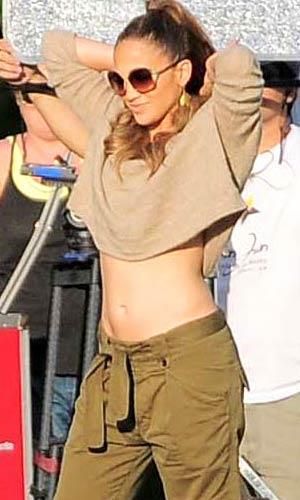 J.Lo shows off her toned tummy. Piko Press/Splash News