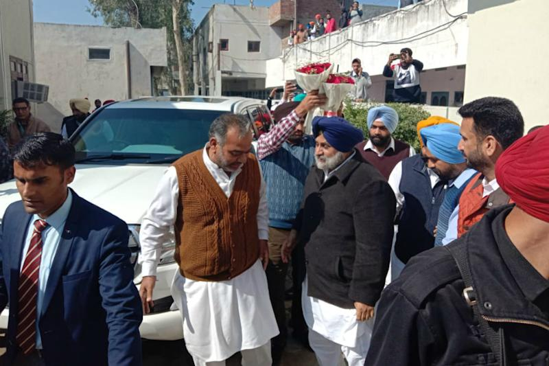 SAD Chief Sukhbir Badal Stages a Coup in Taksali Camp, Rebel Ajnalas Return to Party