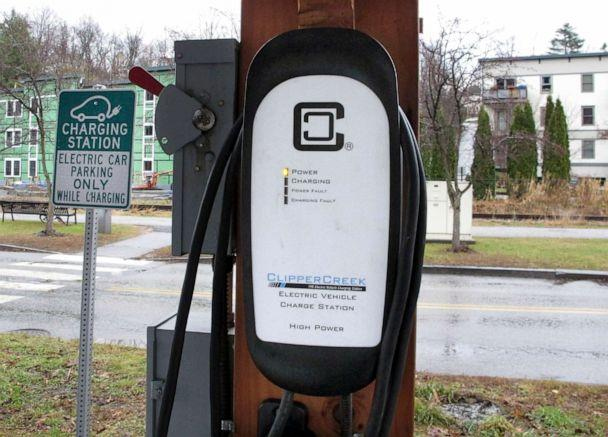 PHOTO: An electric vehicle charging station in Montpelier, Vt., Dec. 1, 2017. (Lisa Rathke/AP, FILE)