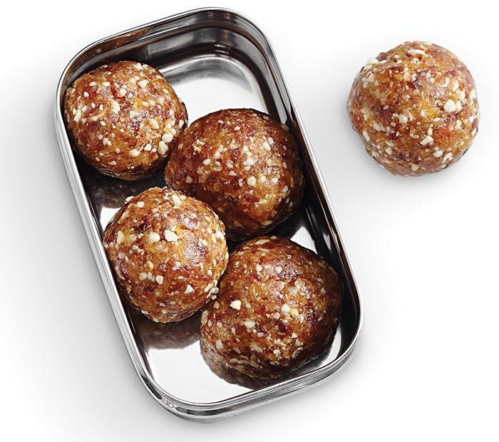 "<p>These yummy bites have only four ingredients and are made with no added sugar. They'd make a great halftime snack. Even though Tom and Gisele limit their fruit intake, we'd like to think they'd make an exception for these. <a href=""http://www.eatingwell.com/recipes/mango_date_energy_bites.html?utm_source=YahooBlog_BradyDiet_011316f""><b>Try the Mango-Date Energy Bites recipe.</b></a></p>"