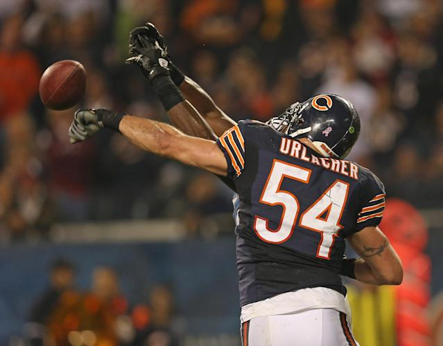 CHICAGO, IL - OCTOBER 22: Brian Urlacher #54 of the Chicago Bears knocks away a pass to Brandon Pettigrew #87 of the Detroit Lions at Soldier Field on October 22, 2012 in Chicago, Illinois. The Bears defeated the Lions 13-7. (Photo by Jonathan Daniel/Getty Images)