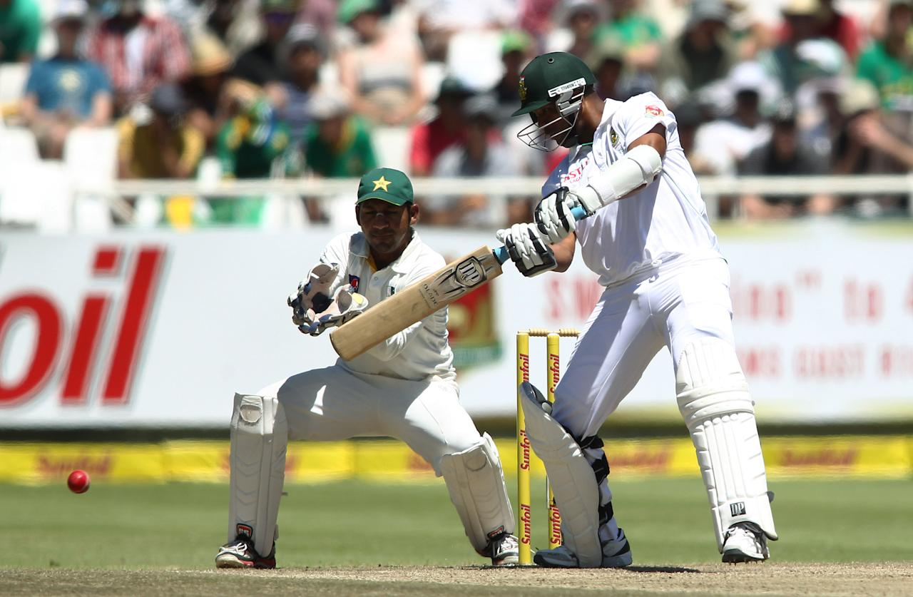 CAPE TOWN, SOUTH AFRICA - FEBRUARY 16:   Vernon Philander of South Africa hits out during day 3 of the 2nd Sunfoil Test match between South Africa and Pakistan at Sahara Park Newlands on February 16, 2013 in Cape Town, South Africa. (Photo by Shaun Roy/Gallo Images/Getty Images)
