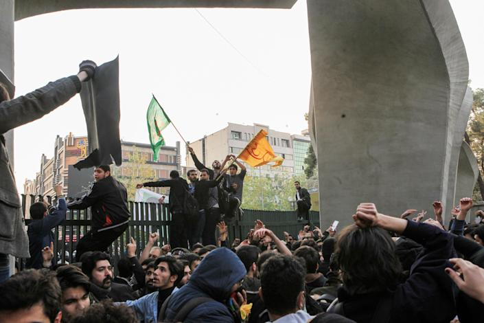<p>People gather to protest over high cost of living in Tehran, Iran on Dec. 30, 2017. (Photo: Stringer/Anadolu Agency/Getty Images) </p>