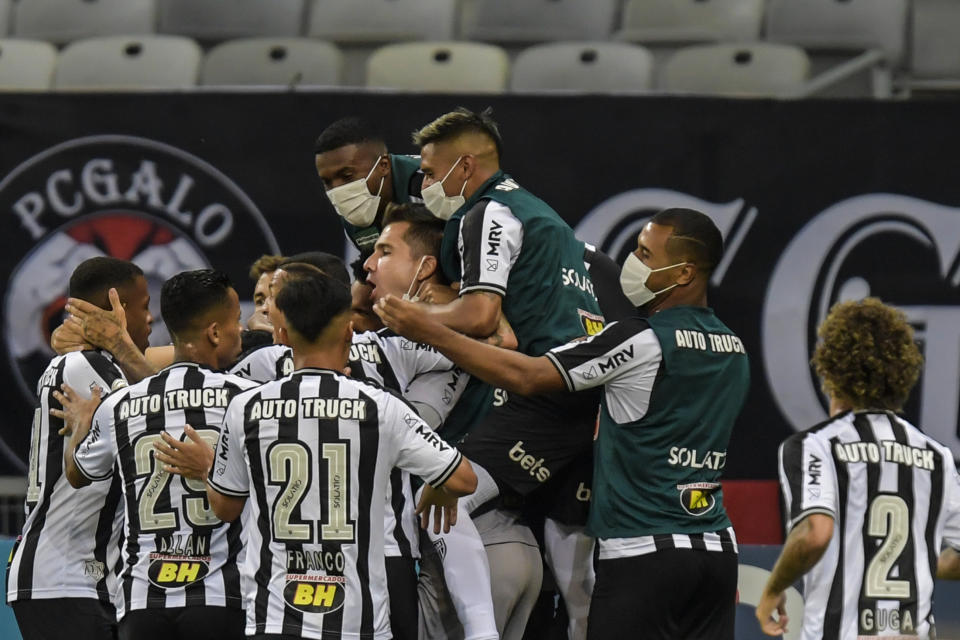 BELO HORIZONTE, BRAZIL - NOVEMBER 08: Players of Atletico MG celebrates a scored goal against Flamengo during a match between Atletico MG and Flamengo as part of Brasileirao Series A 2020 at Mineirao Stadium on November 08, 2020 in Belo Horizonte, Brazil. The match is played behind closed doors and with precautionary measures against the spread of coronavirus (COVID-19).  (Photo by Pedro Vilela/Getty Images)