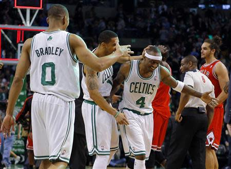 Boston Celtics' Avery Bradley (L), Courtney Lee (2nd L) and Jason Terry celebrate after beating Joakim Noah (R) and the Chicago Bulls in their NBA basketball game in Boston, Massachusetts February 13, 2013. REUTERS/Brian Snyder