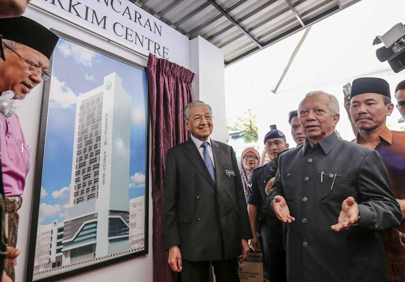 Prime Minister Tun Dr Mahathir Mohamad is pictured during the launch of the Perkim International Da'wah Institute in Kuala Lumpur August 30, 2018. — Picture by Firdaus Latif