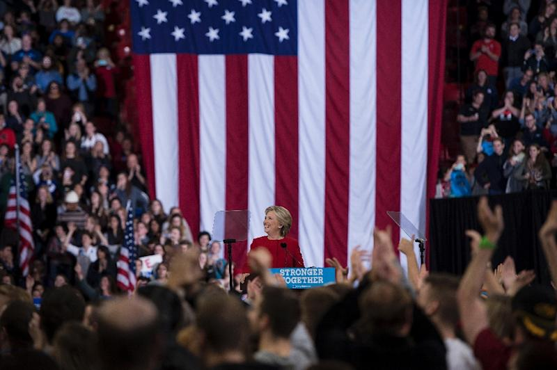 Obama backs Clinton in last campaign rally