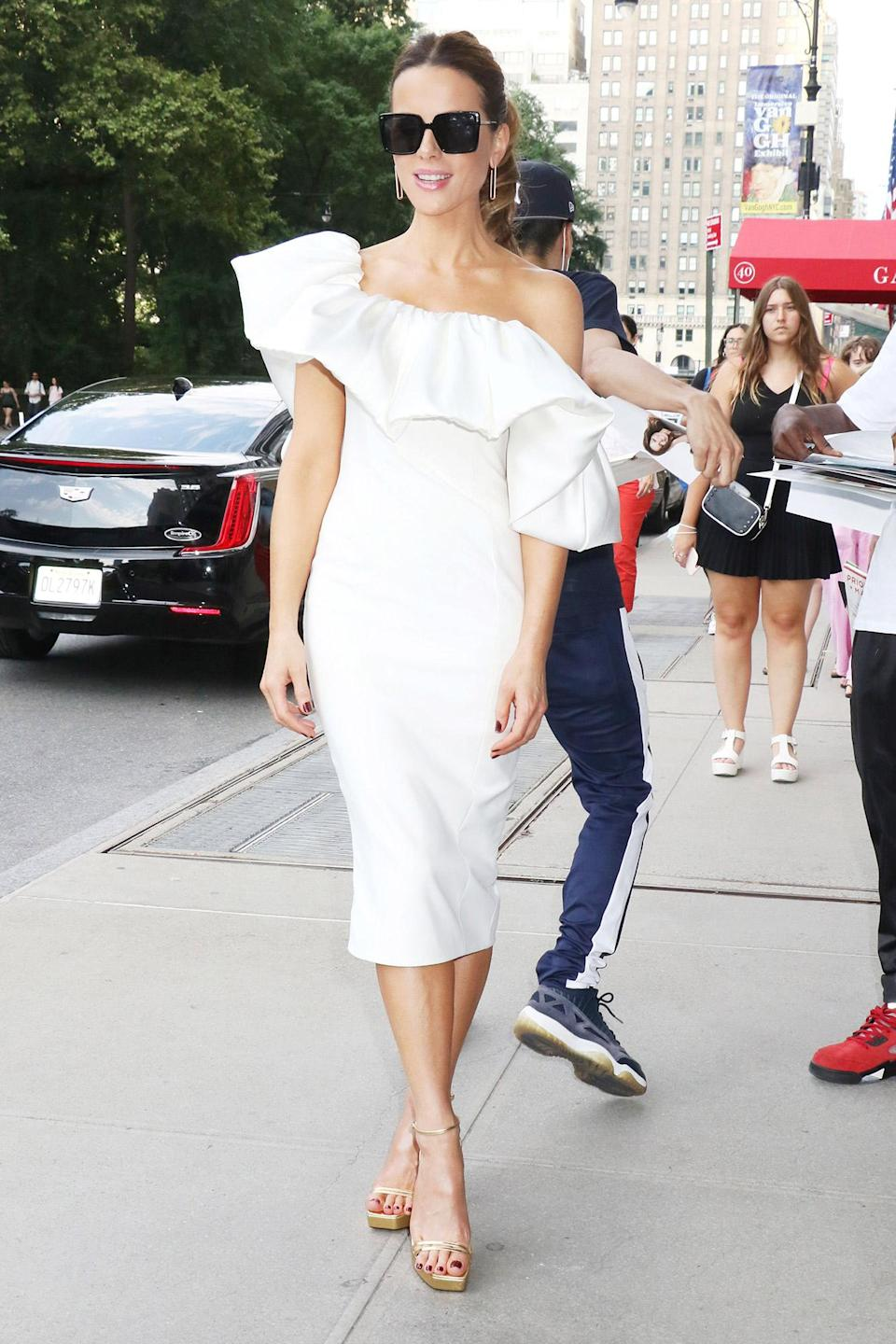 <p>Kate Beckinsale wears a summery white dress and gold heels to <em>The Tonight Show Starring Jimmy Fallon</em> on July 22 in N.Y.C.</p>
