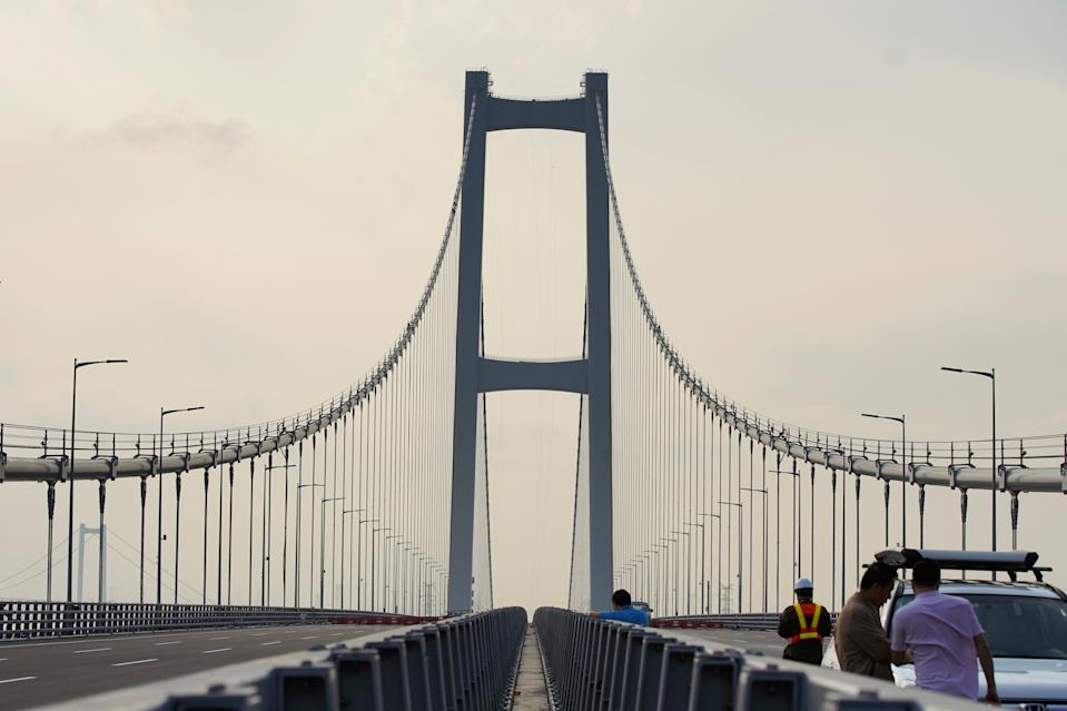 Second Humen Bridge, one of the key infrastructure in the Greater Bay Area project, is pictured before it opens to traffic, across the Pearl River in Guangzhou, Guangdong province, China March 21, 2019. Picture taken March 21, 2019.  REUTERS/Stringer  ATTENTION EDITORS - THIS IMAGE WAS PROVIDED BY A THIRD PARTY. CHINA OUT.
