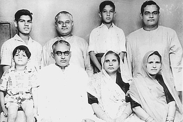 <p>Vajpayee with his family members. (Photo tweeted by @IndiaHistoryPic) </p>