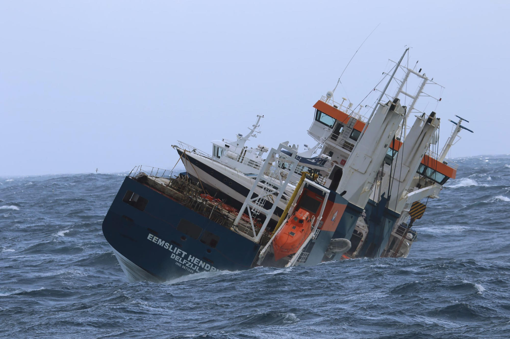 Rescue crews protect Dutch cargo ship adrift in Norway