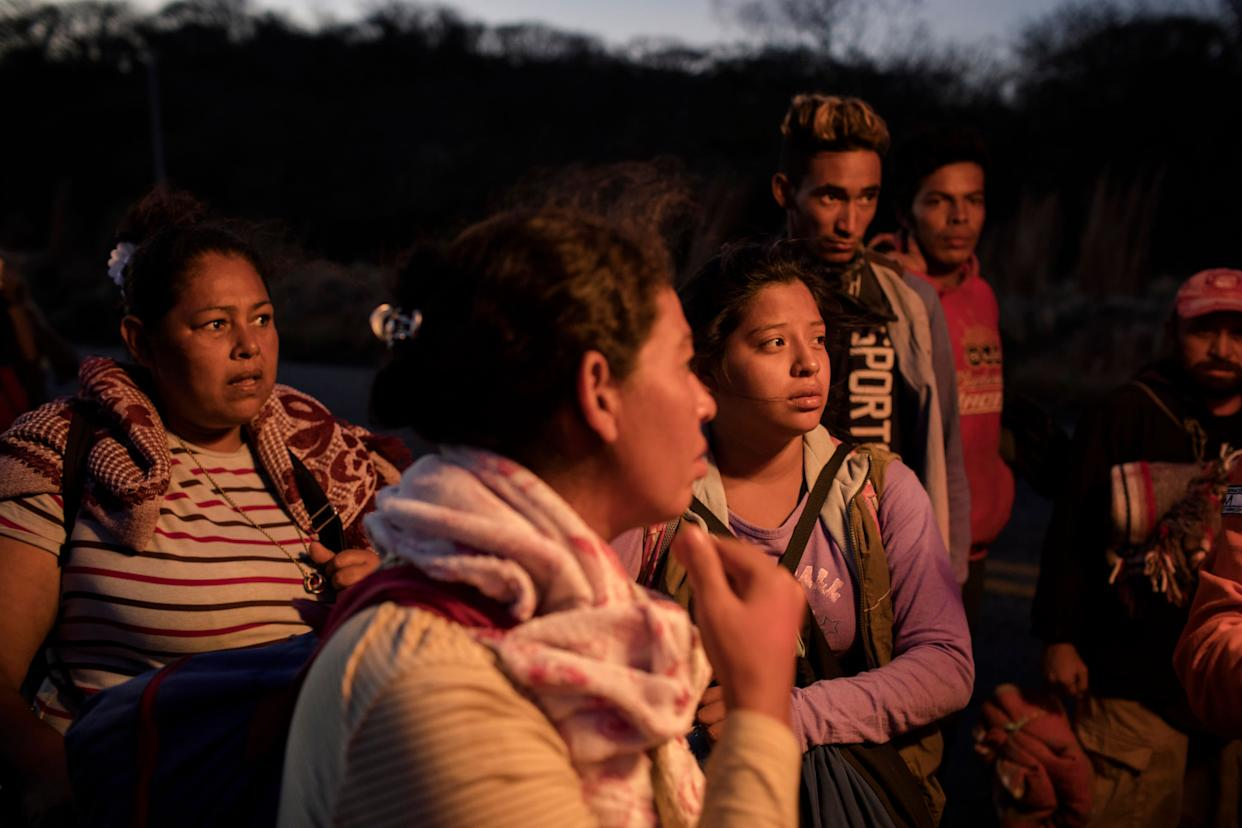 """A group of women talk with the medical attention unit of the """"refugee caravan"""" heading from southern Mexico to the U.S. (Photo: Jordi Ruiz Cirera)"""