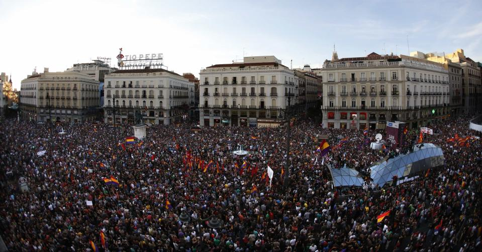 People take part in an anti-monarchist demonstration at Madrid's landmark Puerta del Sol Square following the announcement of the abdication of Spain's King Juan Carlos June 2, 2014. Spain's King Juan Carlos said on Monday he would abdicate in favour of his son Prince Felipe, aiming to revive the scandal-hit monarchy at a time of economic hardship and growing discontent with the wider political elite. REUTERS/Juan Medina (SPAIN - Tags: CIVIL UNREST POLITICS ROYALS)