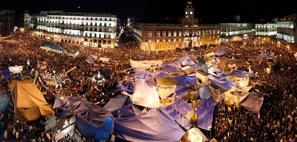 Tents, marquees and banners, the entire Puerta del Sol was converted  on the battlefield against precariousness, cuts, unemployment, the crisis.  It took a wide angle to get such human concentration in the photo.