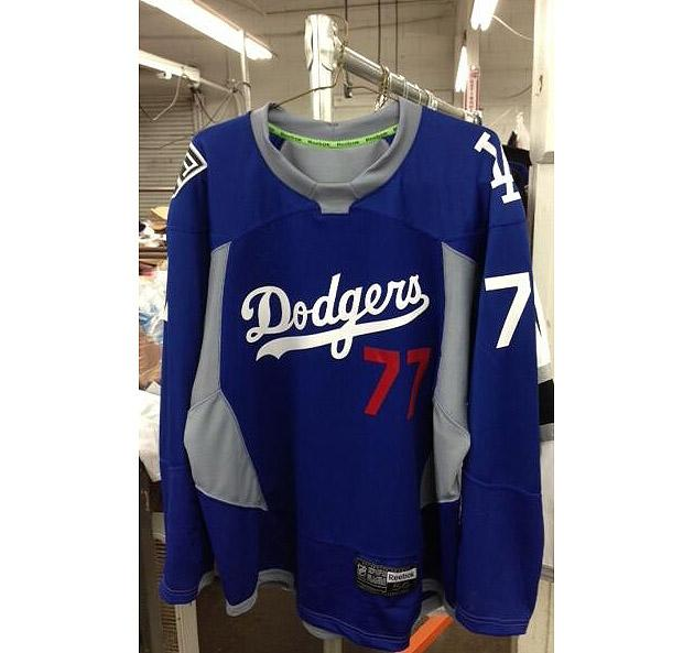 LA Kings  Dodgers hockey jerseys  Bruins singer talks anthem  Iowa Wild   (Puck Headlines) b3858f7eb