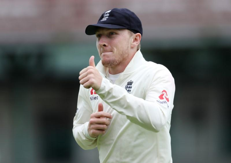 Bess emerges from Leech's shadow with maiden five-wicket haul
