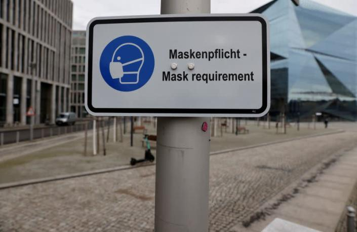 A sign informs of the face mask requirement during lockdown in Berlin