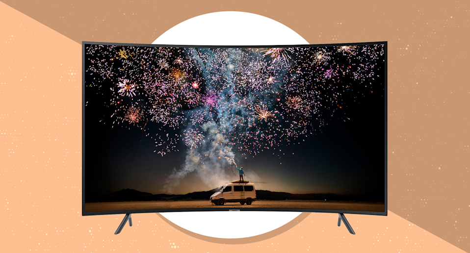 Go immersive with the Samsung 55-inch Class Curved Smart 4K UHD TV (RU7300). (Photo: Samsung)