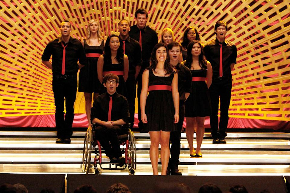"""<h1 class=""""title"""">GLEE, Pictured back row L-R: Mark Salling, Heather Morris, Dijon Talton, Cory Monteith, Dianna Agron</h1> <cite class=""""credit"""">©20thCentFox/Courtesy Everett Collection</cite>"""