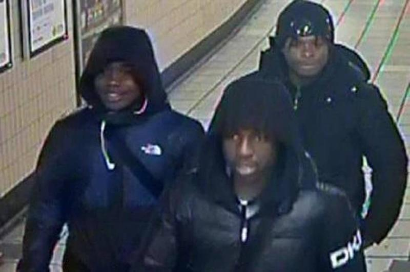 Police hunt for knife-wielding Tube thugs targeting passengers for phones