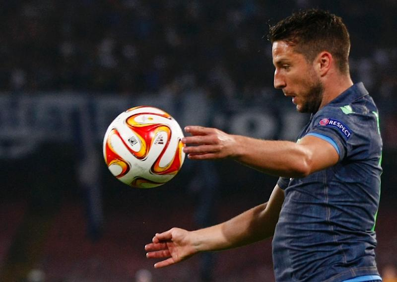 Napoli beat Cesena to stay in Champions League hunt